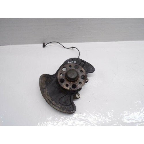 Mercedes C class W204 passenger side front hub with abs sensor